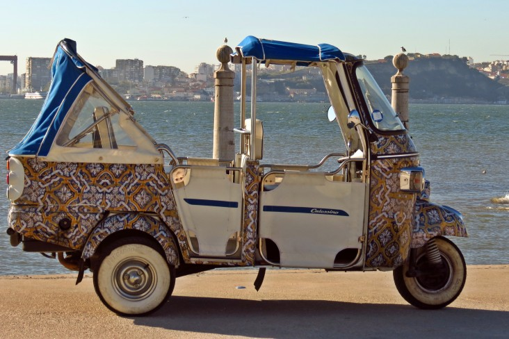 tuk tuk lisboa tuk tuk tours trips on lisboa. Black Bedroom Furniture Sets. Home Design Ideas